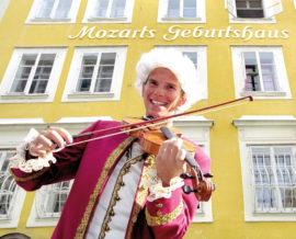 Vor dem Geburtshaus: Mozart ist allgegenwärtig