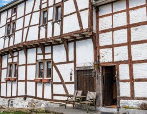 Seltener Anblick: Fachwerkhaus aus dem Jahr 1592 im belgischen Bellevaux-Ligneuville, Malmedy.