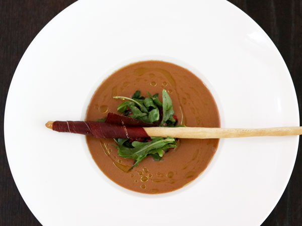 Chilled rocket-strawberry gazpacho