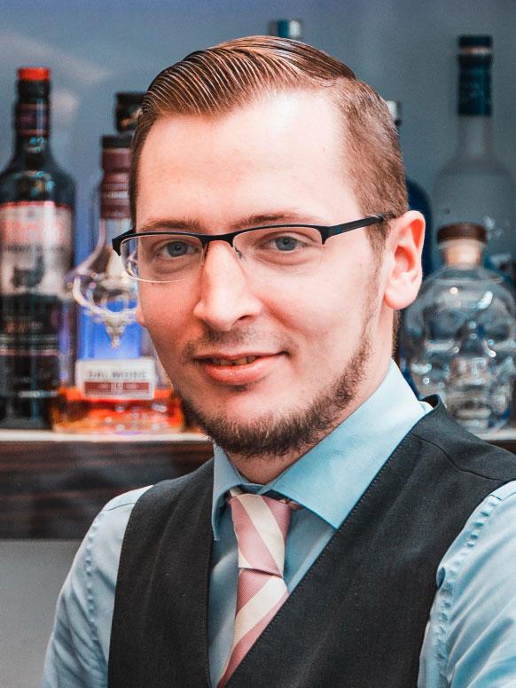 Daniel Scheier (29), Barmann im Romantik Hotel Walhalla in Osnabrück