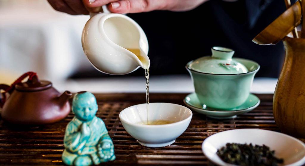 Die richtige Teezubereitung erfordert besondere Kenntnisse. ©Roamntikhotels